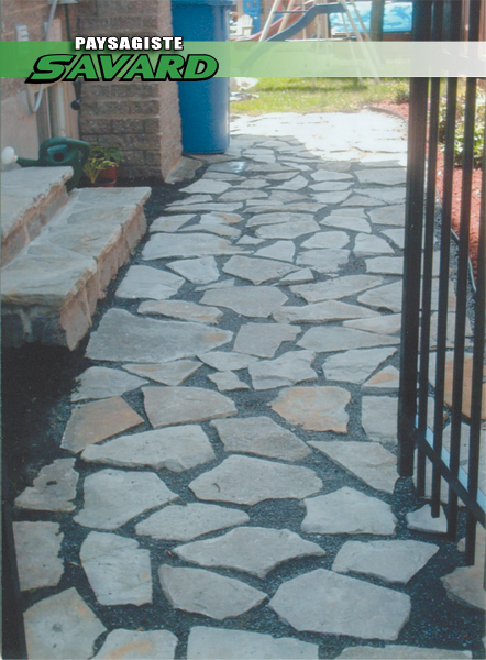 Trottoir de pierres naturelles